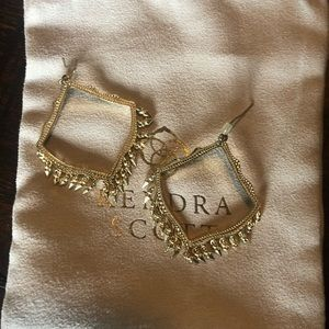 Gold Kendra Scott Drop earrings